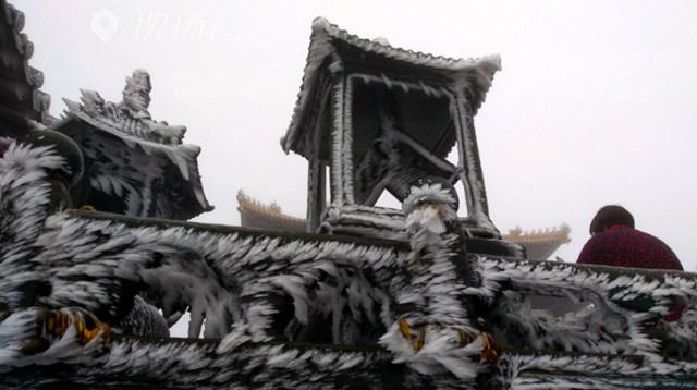 武当山下2020年的初雪了的雪后武当山的雾凇雪景2