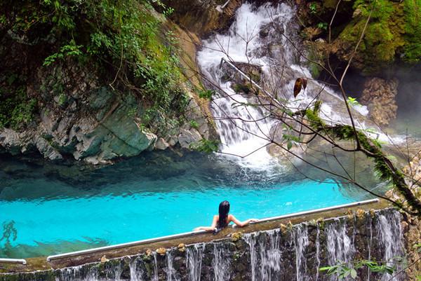 世界第一温泉瀑布在四川什么地方?(世界第一温泉瀑布的地图与图片)
