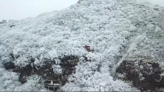 寒潮下梵净山的雾凇雪景2