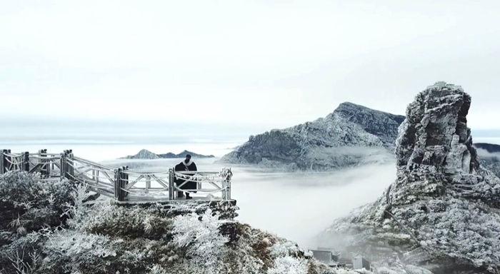 寒潮下梵净山的雾凇雪景3