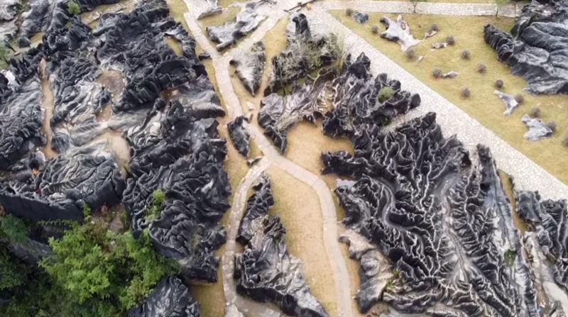 重庆彭水鞍子苗寨的石林沟壑