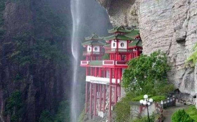 带你去看神奇的世界:以瀑布为纱帘的寺庙--福建悬空寺1
