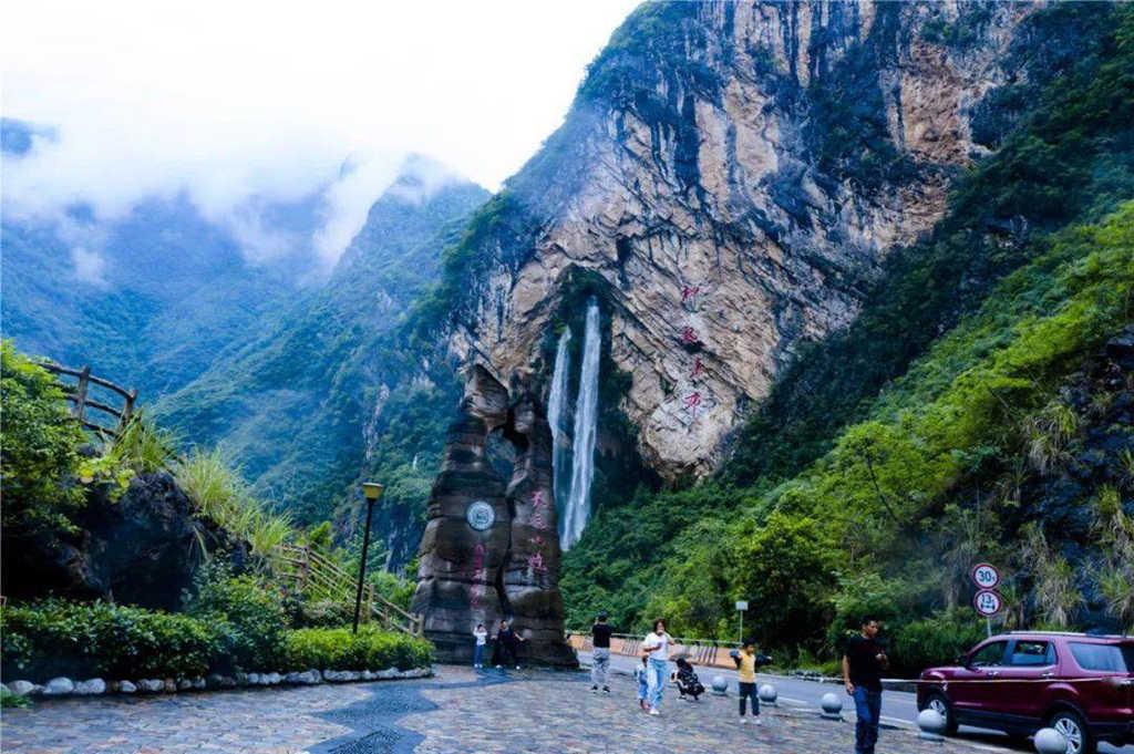 带你去看美丽的风景:如双龙出山的奉节神龙瀑布2