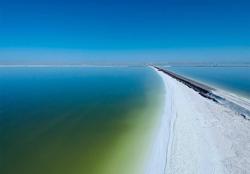 察尔汗盐湖--万丈盐桥