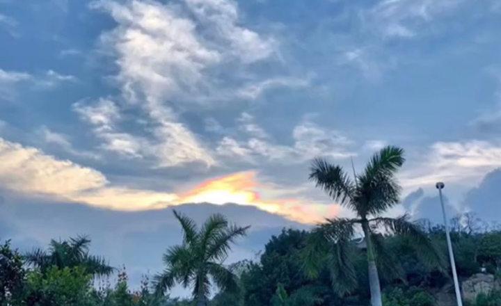 5月22日傍晚厦门天空出现的七彩祥云4