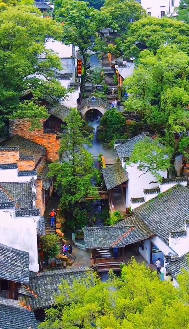 带你去看美丽的风景:因一条小溪而变得仙气飘飘的村庄2