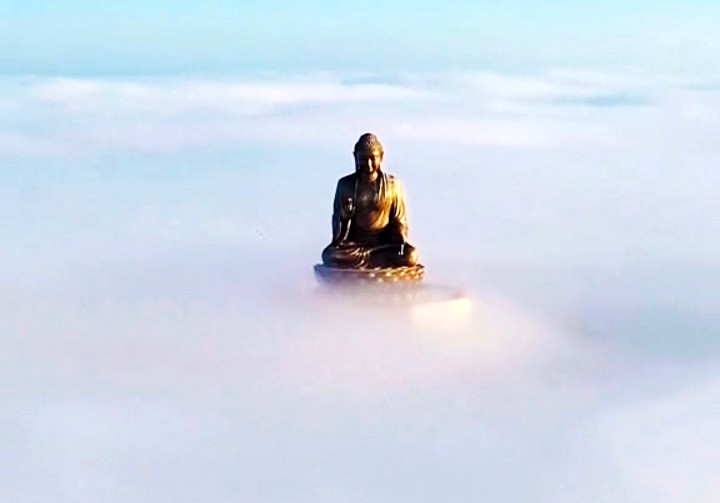 带你去看神奇的世界:六鼎山大佛入座云海之上奇观